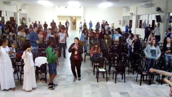 Momento conduzido por missionária da Aliança