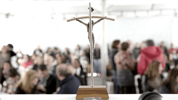 cruz no altar