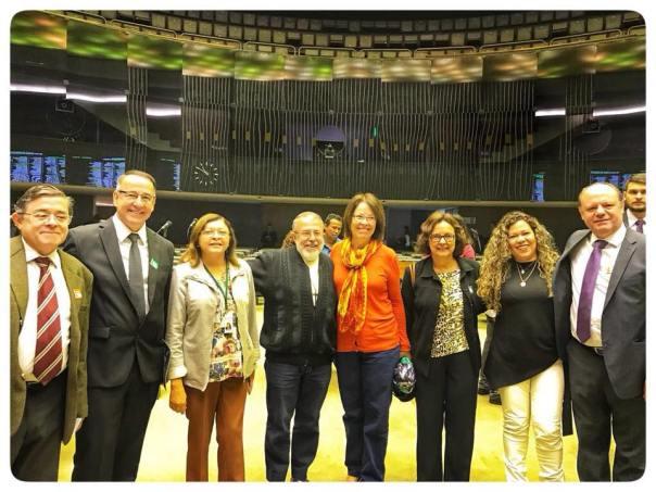Padre João Henrique com amigos deputados no Congresso Nacional