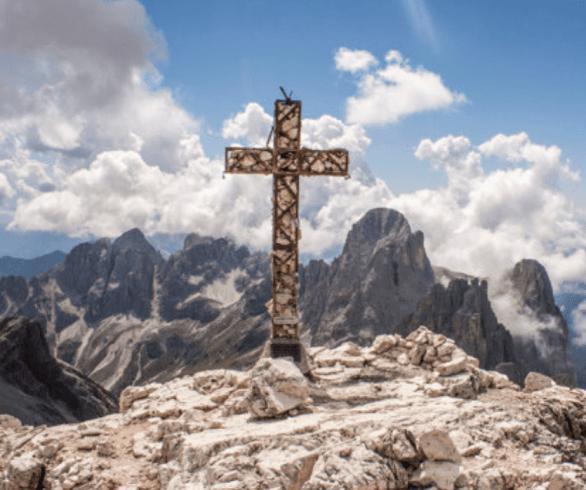 Cruz no alto da montanha