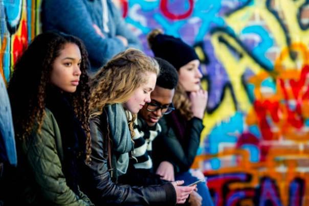 Adolescentes com e sem celular