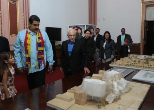 With Venezuelan President Nicolás Maduro in attendance, Frank Gehry presented the model for the future National Center for Social Action Through Music building.