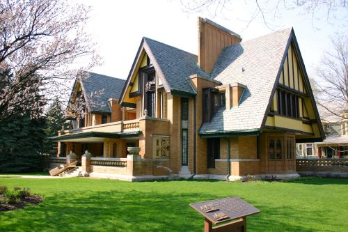 2010-04-10_3000x2000_oakpark_nathan_g_moore_house
