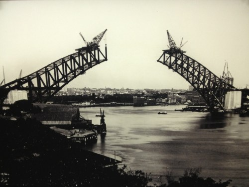 sydney harbour bridge under construction