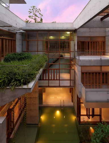 502c09b728ba0d662700001e_s-a-residence-shatotto_05_court_in_twilight-384x500