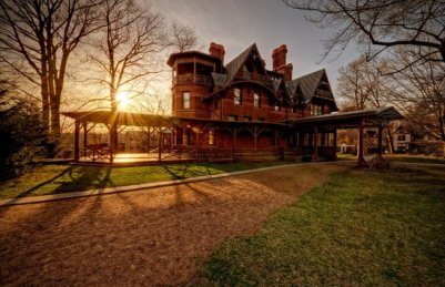 twain-house-at-sunset