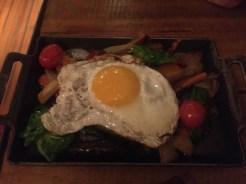 Vegetales de otoño y huevo en Zampa Cocina