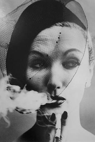 fumar.-WWS.-foto por William Klein.-Vogue.-Michael Hoppen Gallery.-pjotographie.-artnet