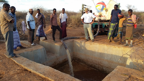 Gracias a todos vosotros, la Iglesia ha podido distribuir agua en algunas de las poblaciones afectadas