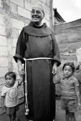 """""""Papa"""" Fr. Rocco fundador de Valles de los Ángeles"""