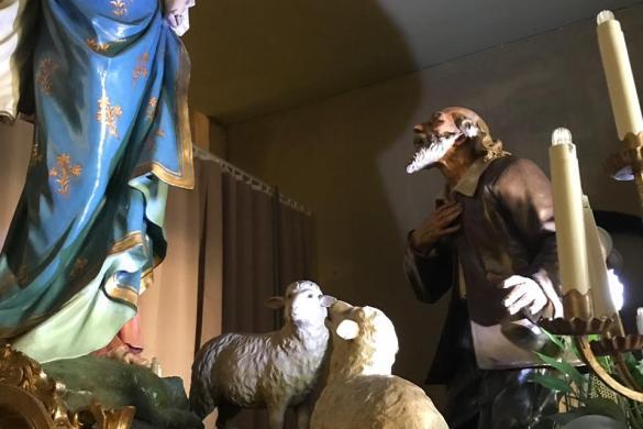 Imagen donde se dejan velas como símbolo de fe
