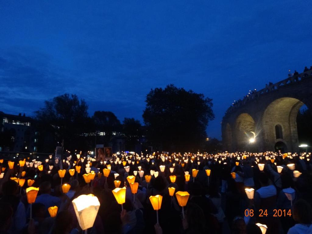 Marcha de las Antorchas durante el himno de Lourdes