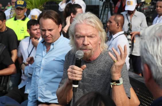 """El empresario británico Richard Branson, fundador de la compañía Virgin, aseguró que el Venezuela Aid Live es un """"puente de esperanza"""" para la gente que sufre por la crisis política, económica y social que vive su país. """"Si hemos podido enviar hombres al espacio, ¿por qué no somos capaces de acabar con la pobreza en la Tierra?"""" Manifestó Branson."""