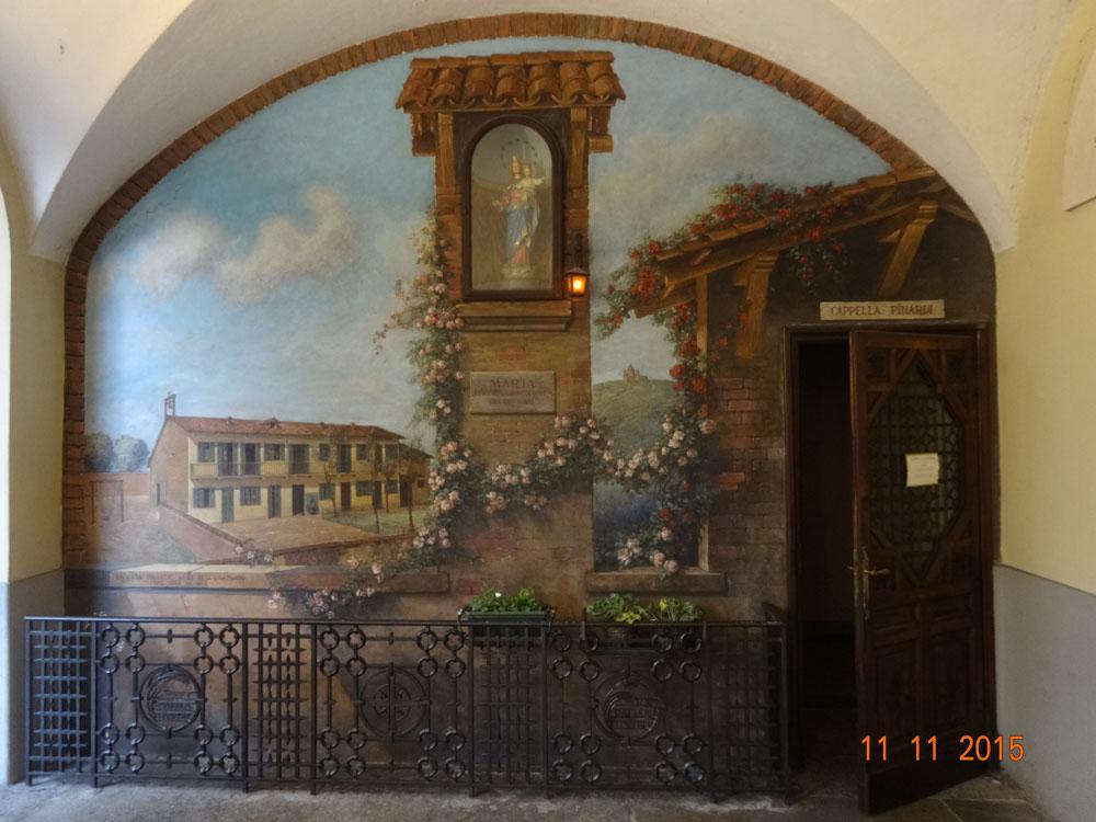 Entrada original de la Capilla Pinardi (sobre la pared un cuadro que ilustra como era en ese momento)