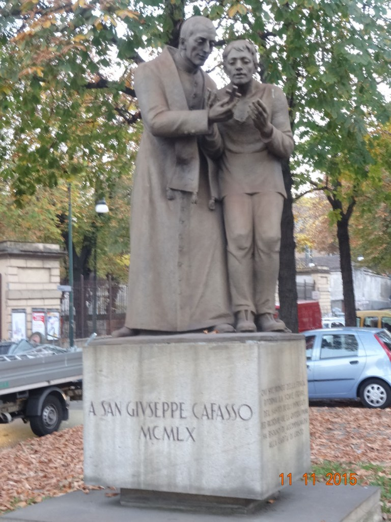 Imagen de Don Cafasso en una plaza de Torino cercana a Valdocco