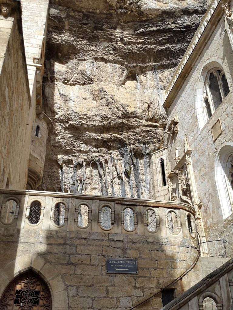 Rocamadour trepando el acantilado (2)