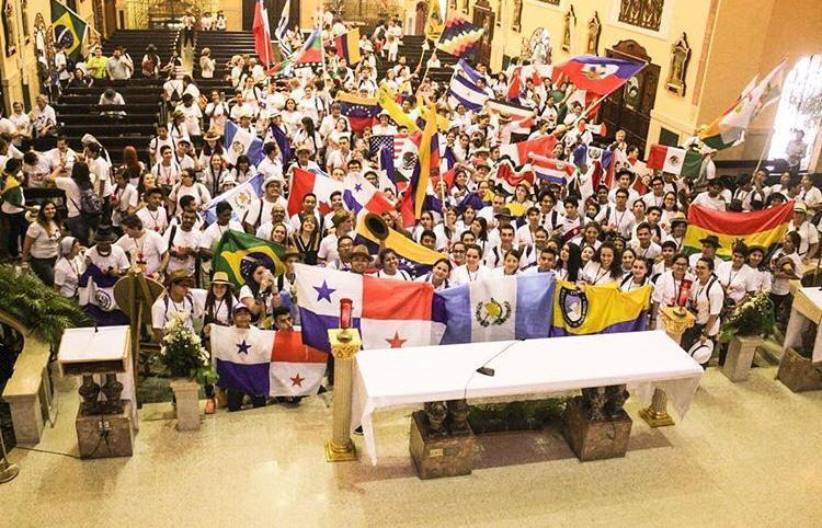 misa-internacional-latinoamerica-hermanos