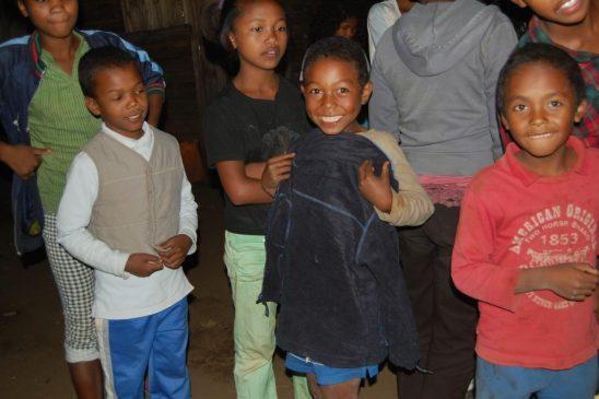 Proiect îmbrăcare 500 copii 2015