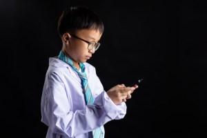 niño juego simbolico doctor