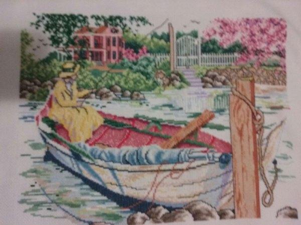 VENTA DE BORDADO A PUNTO DE CRUZ con escena de barca y mujer pescando