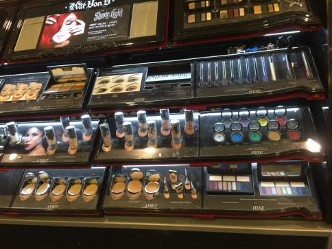 The Kat von D counter in Sephora *___*