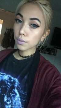 Another pic of the coloured circle lenses