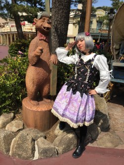 Theme parks are the perfect locations to take pictures in Lolita!