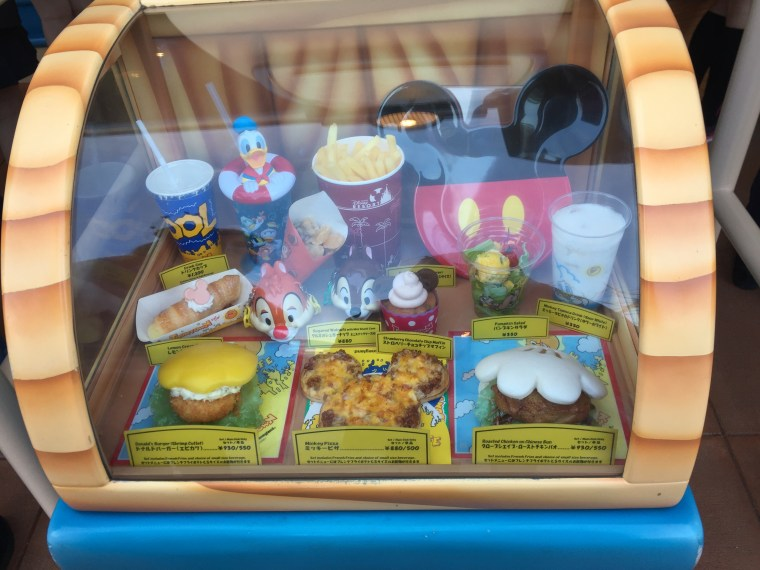 Look at the cute Micky Mouse themed food they have there!!