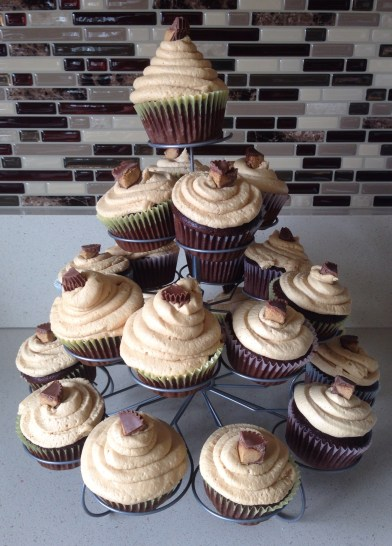 Chocolate Peanut Butter Cup Cupcakes with Creamy Peanut Butter Frosting