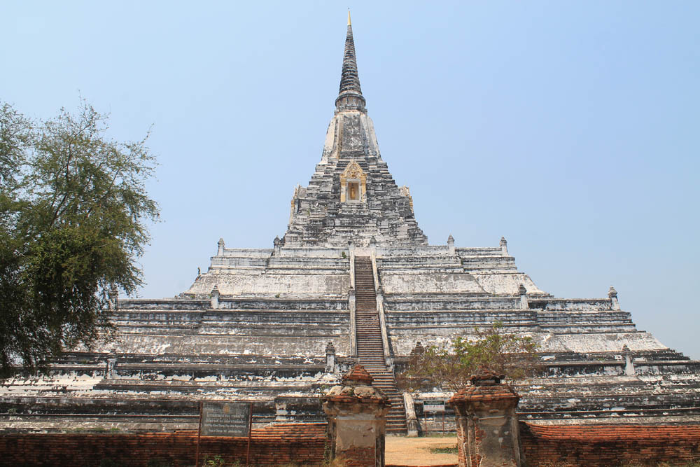 ayutthaya-vs-sukhothai-best-ancient-ruins-in-thailand-wat-phu-khao-thong-chedi