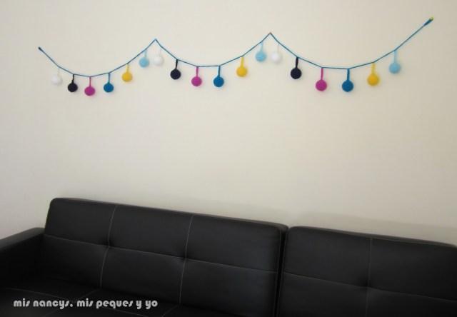 mis nancys, mis peques y yo, guirnalda con bolas de crochet, guirnalda en pared