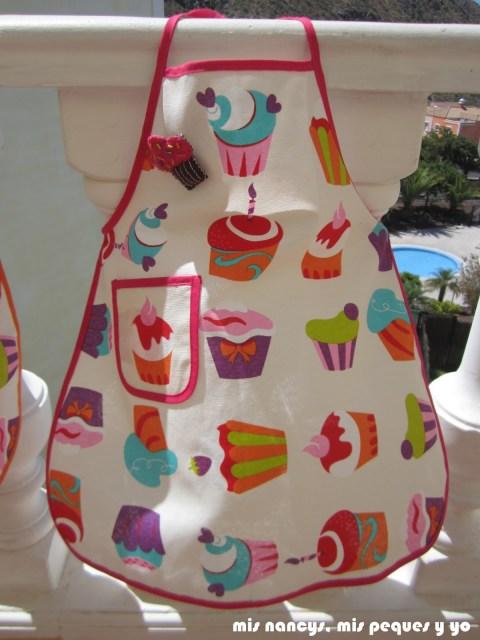 mis nancys, mis peques y yo, delantal con cupcakes para niñas, delantal con broche de fieltro