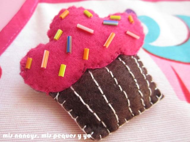 mis nancys, mis peques y yo, delantal con cupcakes para niñas, broche de fieltro de cupcake