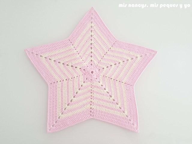 mis nancys, mis peques y yo, manta de apego con conejita amigurumi, base de estrella crochet
