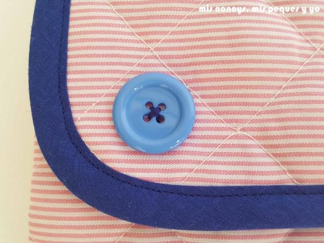 mis nancys, mis peques y yo, conjunto de cambiador para bebe y bolsitas tipo sobre, detalle adorno botón del cambiador