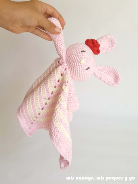 mis nancys, mis peques y yo, manta de apego con conejita amigurumi para bebe