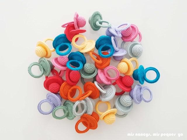 mis nancys, mis peques y yo, chupetes de ganchillo, colores varios