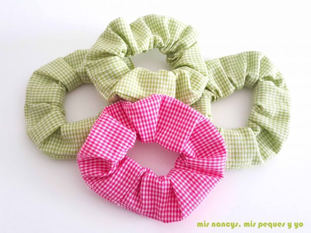 mis nancys, mis peques y yo, coleteros de tela o scrunchies, coleteros con tela de cuadros vichy verde y rosa