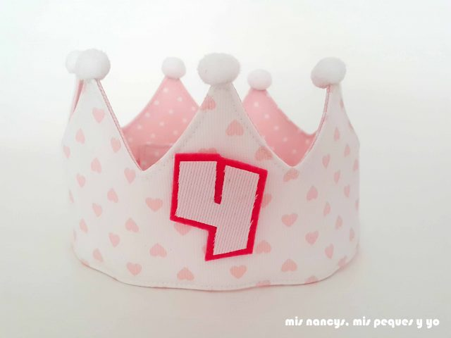 mis nancys, mis peques y yo, corona de cumpleaños de tela, corona con corazones