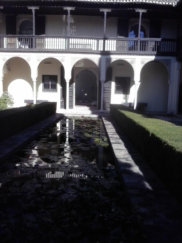 Alberca y patio de las Casas del Chapiz. Albaicín. Foto: Francisco López
