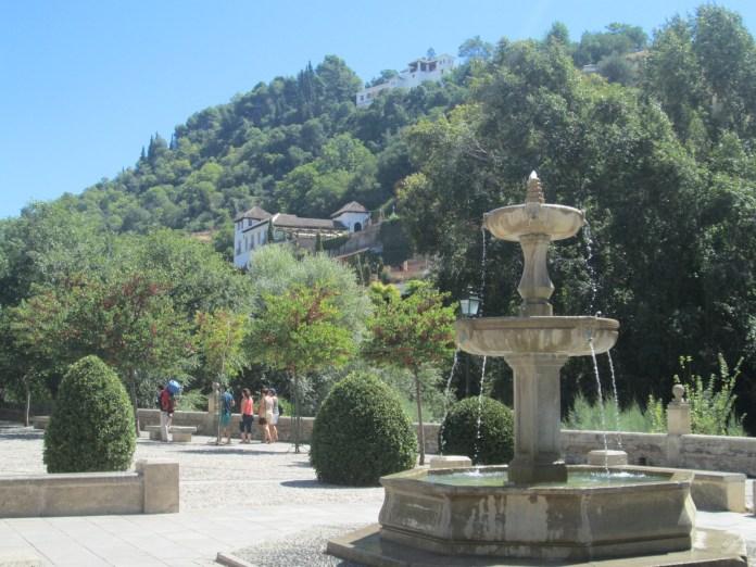 Paseo de los tristes. Fuente Carmen de los Chapiteles y Generalife. Albaicín. Granada. Foto: Francisco López