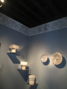Sala nazarí.Capiteles y cerámicas. Casa de los Tiros. Foto: Francisco López