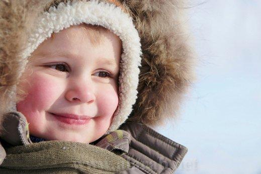 8 نصائح هامة تحمى طفلك من نزلات البرد فـي فصل الشتاء