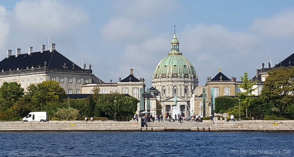 Während der Bootsfahrt - Blick auf Amalienborg und Frederikskirke