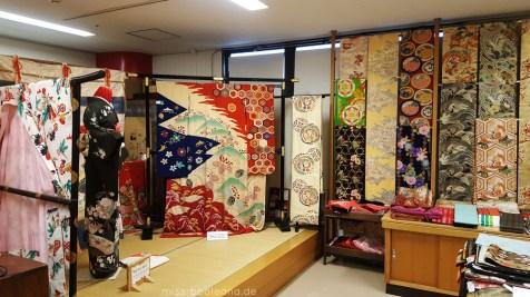 Im Oriental Bazar in Omotesando