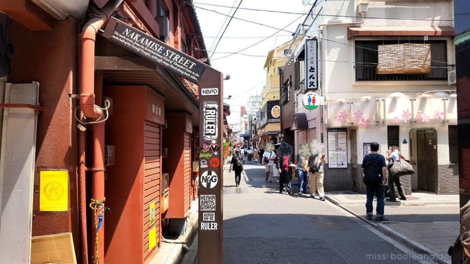 Hinter den Kulissen der Nakamise am Sensō-ji läuft es sich leichter