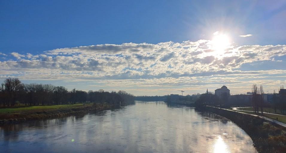 Blick von der Sternbrücke in Magdeburg über die Elbe