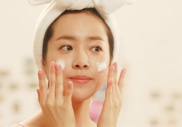 Resultado de imagen para mujer asiatica con crema facial
