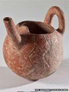 Этому горшку 4000 лет и сделан он специально для того, чтобы вскармливать младенцев. Хранится в Университете Оклэнда