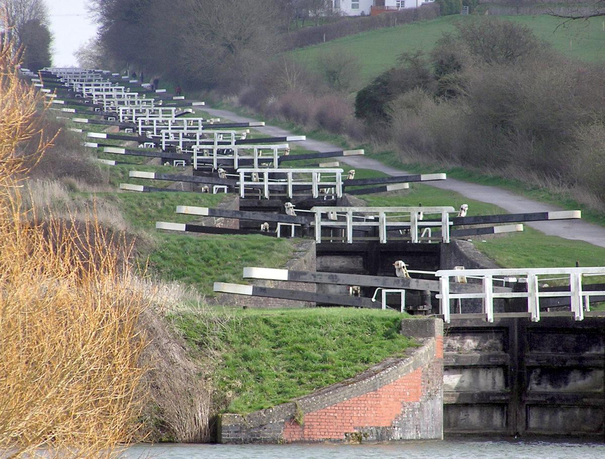 Caen Hill Locks by Adrian Pingstone